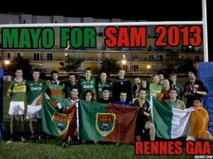 Niall Murphy and  Rennes team-mates show their support for Mayo
